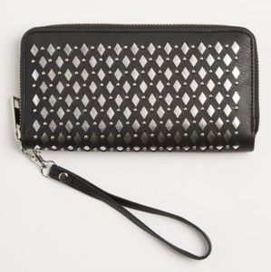 🆒️BLACK METALLIC CUTOUT WRISTLET